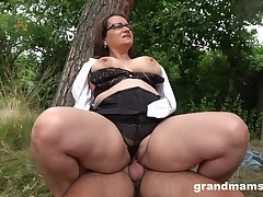 Chubby ass mature enjoys cock in the anent of the domicile