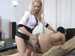 Mistress Eleise de Lacy fingers coupled with penetrates her male slave