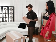 Delivery varlet amazing by what he finds at Abby Lee Brazil's home