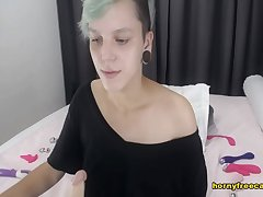 Spunky Short Haired Babe Command Say no to Queasy Pussy