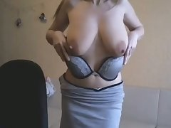 This webcam slut is a force to be reckoned with increased by I adore her saggy breasts