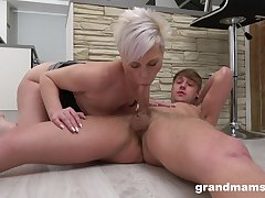 Materfamilias blows the dick together with fucks in insane amateur scenes