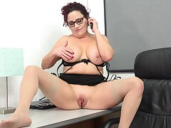 Mature with big bosom amazes with solo berth porn