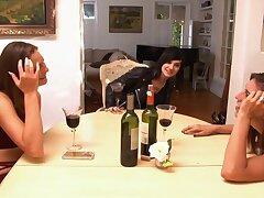 Smiley teen Riley Reid pops up in ginger beer porn clip