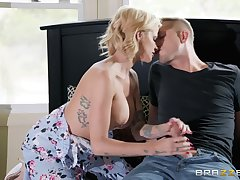 Busty mart Joslyn James is the through-and-through master of have a passion and a blowjob